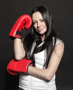 Фото брюнеток в боксерских перчатках 12 фотография